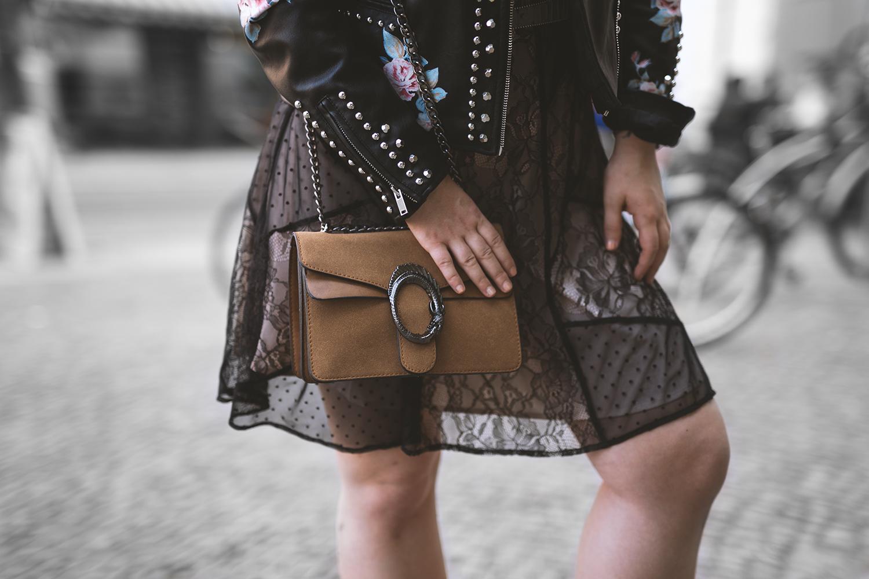 schwarzes Spitzenkleid Outfit