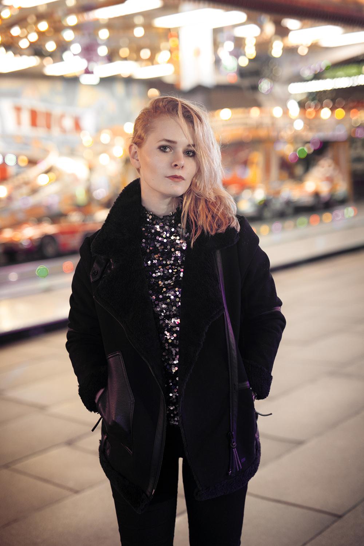 Damen Outfit mit schwarzer Winterjacke