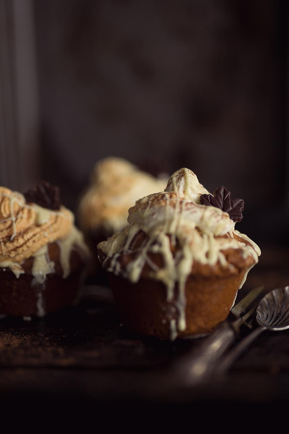 Kürbis Muffin mit weißer Schokolade und Sahne