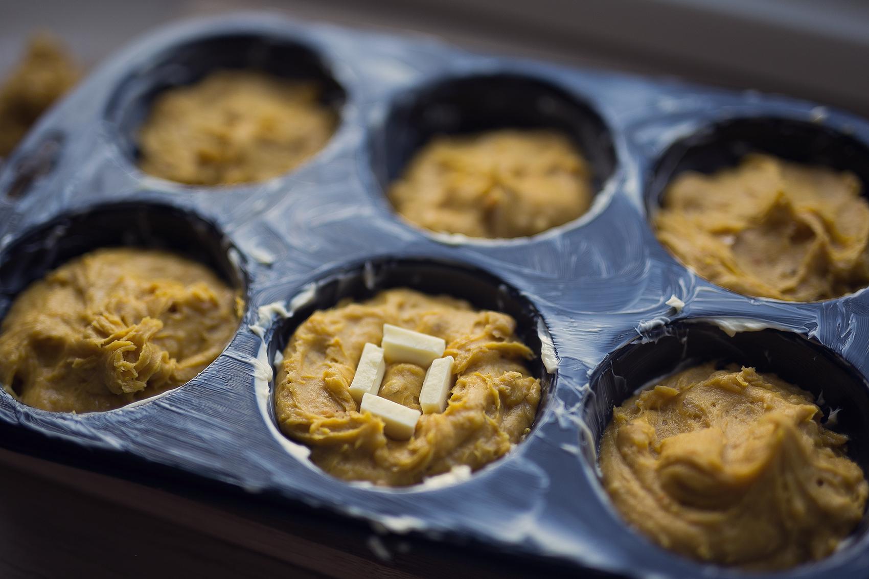 Kürbis Muffins mit doppelt weißer Schokolade