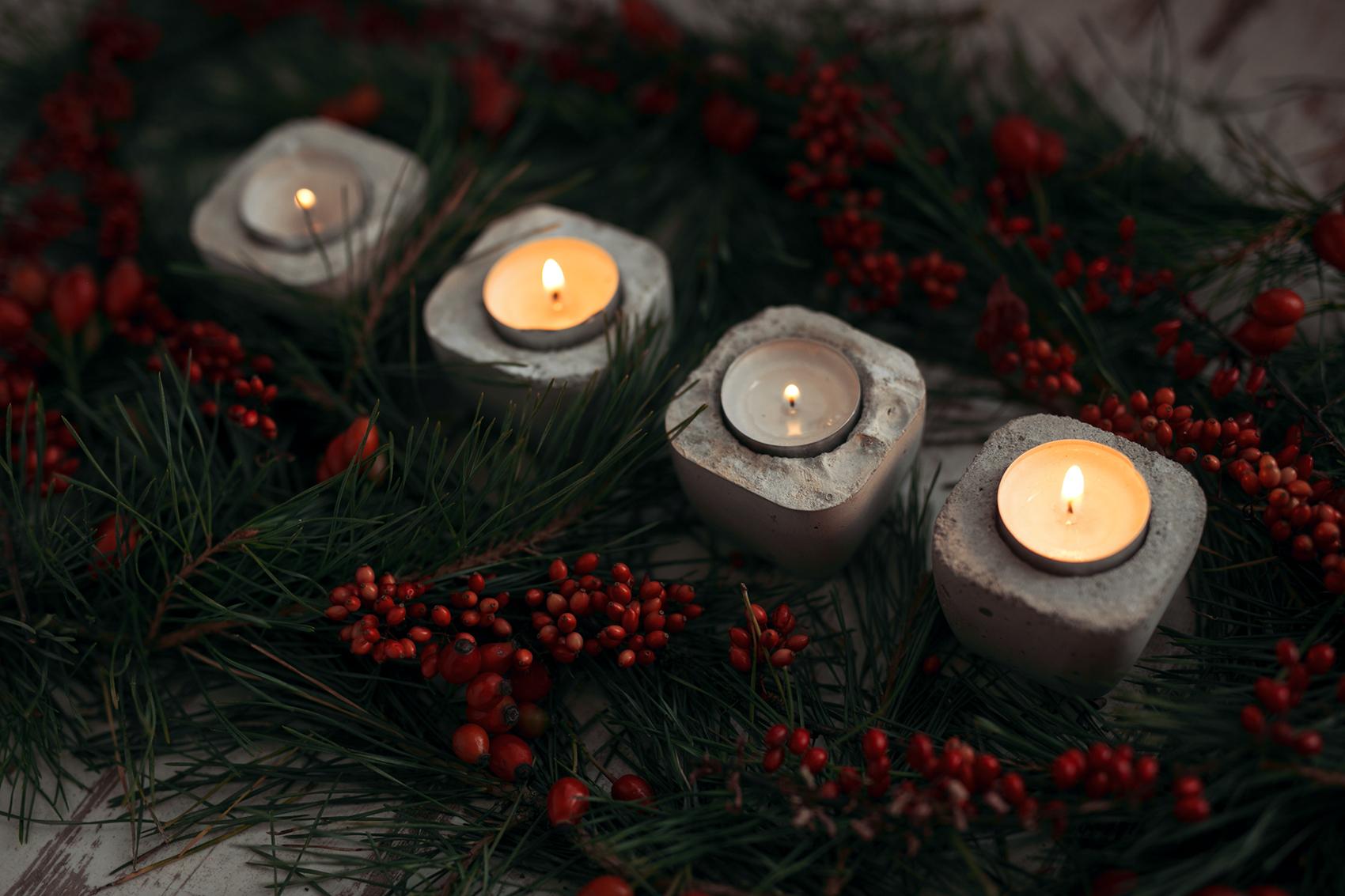 Moderner Adventskranz mit Beton Kerzenhalter