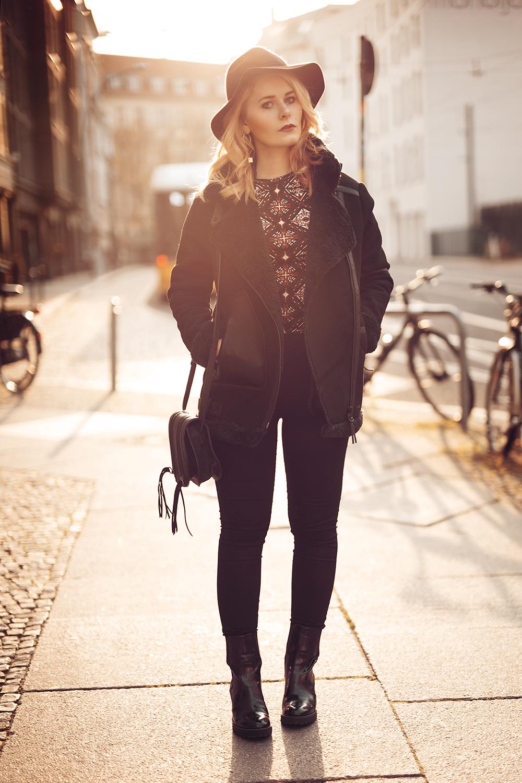 Outfit Damen Winterjacke in schwarz