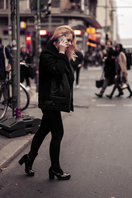 Schwarze Winterjacke für Damen Outfit