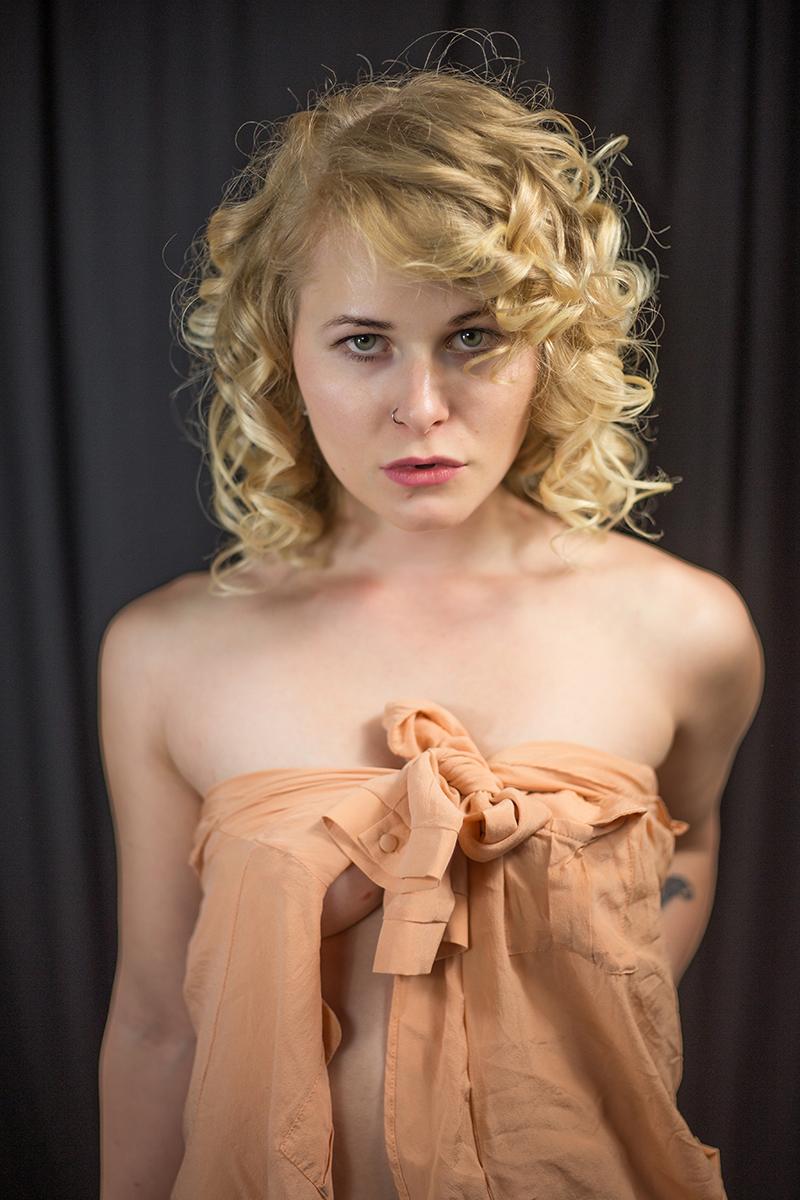 Selbstportrait Christina Key Lockige Haare