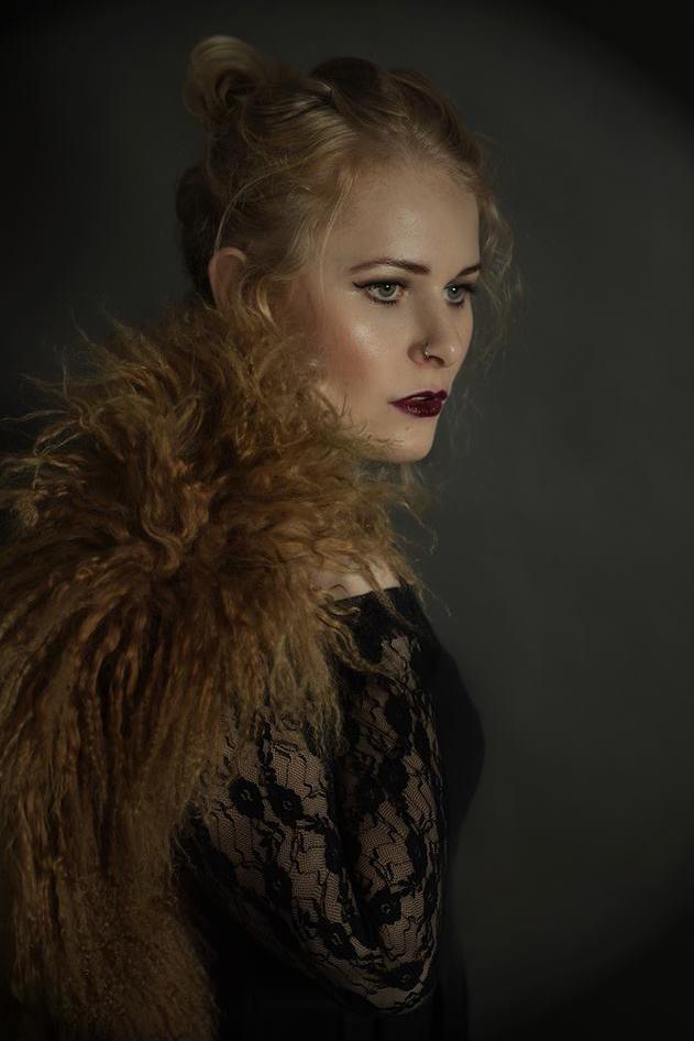 Selbstportrait Pose Christina Key