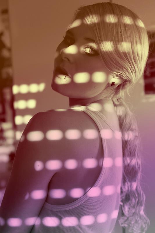 Selbstportrait mit Licht und Schatten