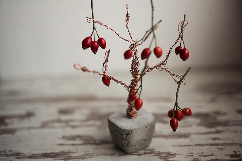 Beton Kupfer Foto Baum mit roten Beeren dekoriert