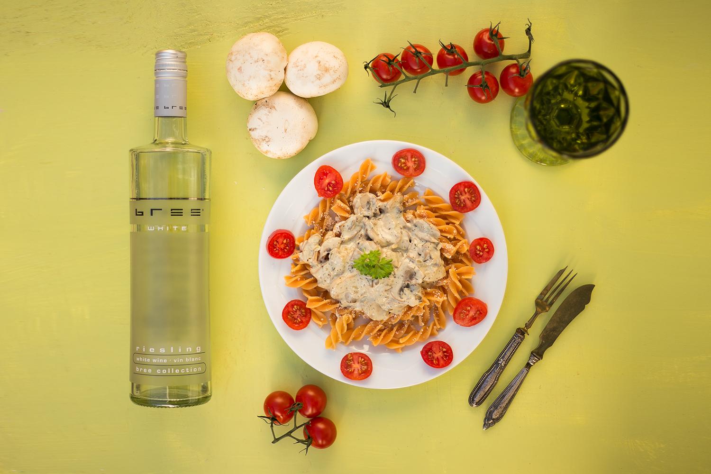 Nudeln mit Weißwein-Pilz-Sauce und Bree Wine Rezept