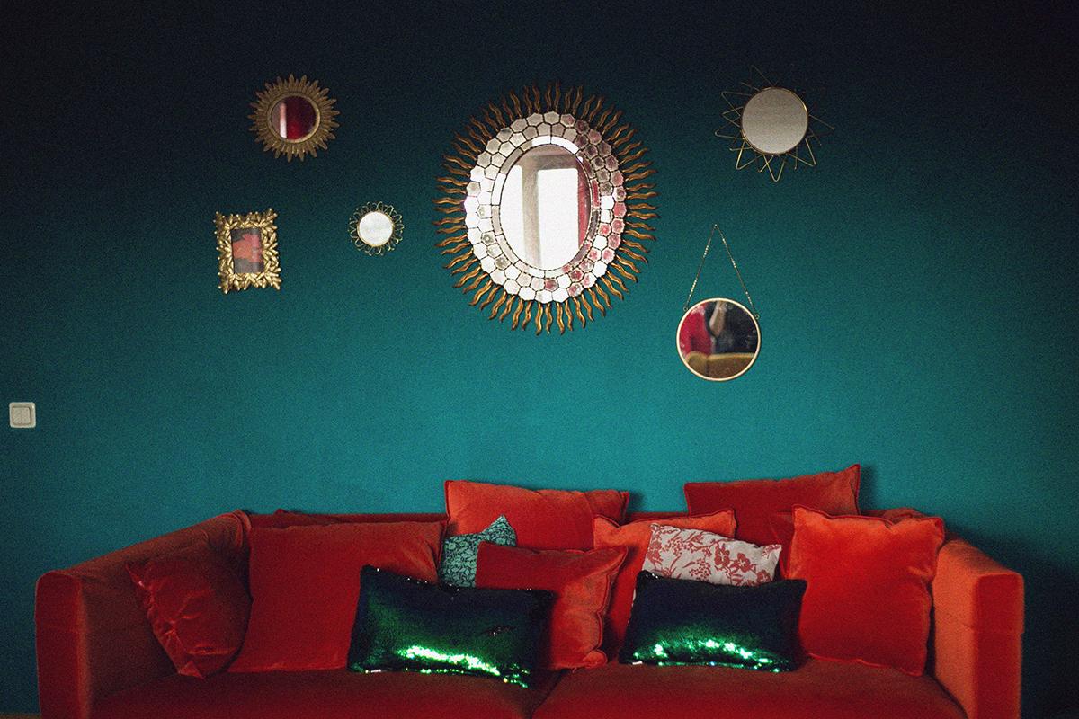 Rotes Samt Sofa