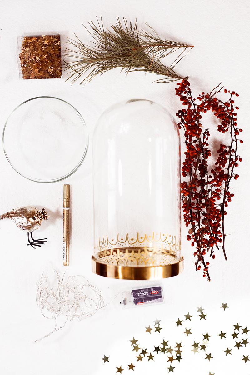 Edle Glasglocke - Dekoration für Weihnachten Produkte als Flatlay