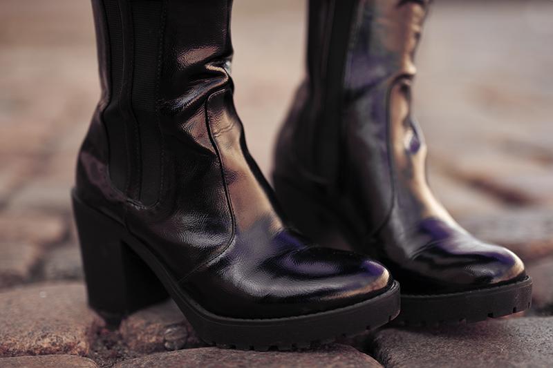 Lack Stiefel kombiniert zu Pailletten Oberteil