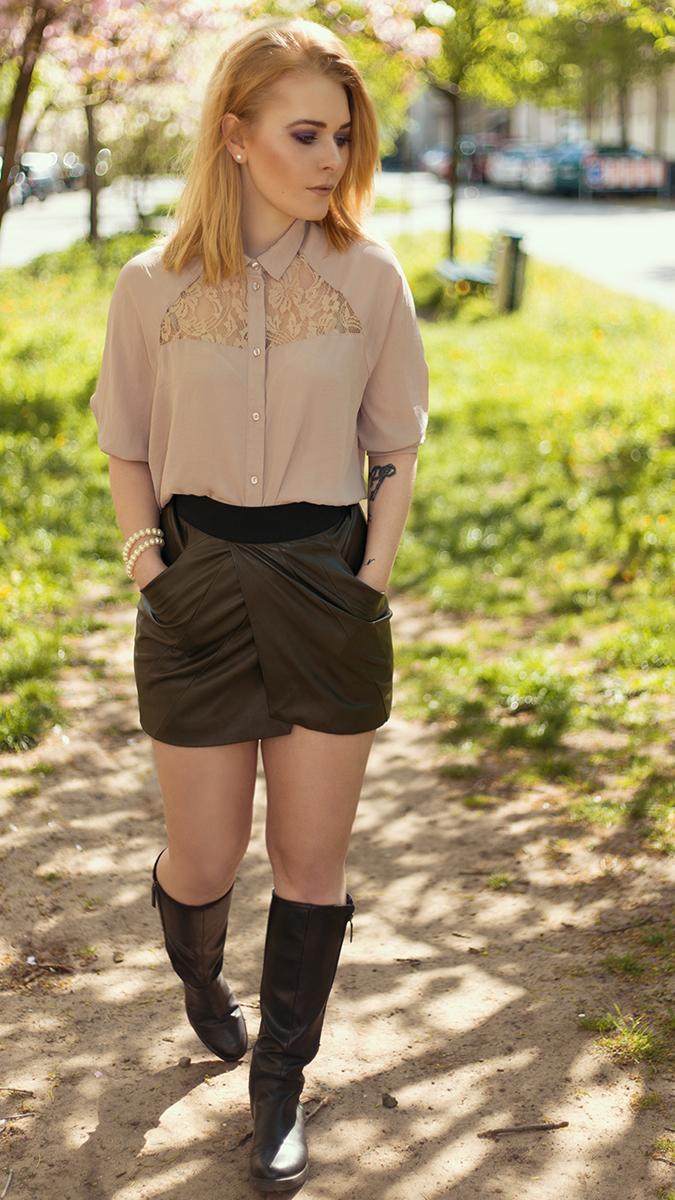Sexy Silvester Outfit für Damen mit Mini Rock und Overknees