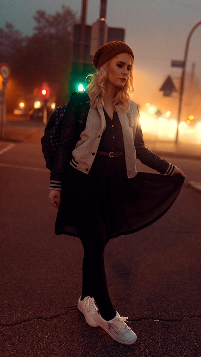 Silvester Outfit für Damen mit College Jacke