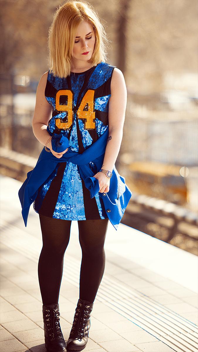 Silvester Outfit für Damen mit buntem Kleid