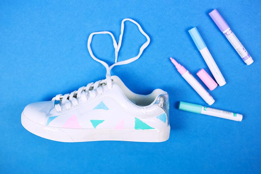 Diy Pastell Schuhe mit Holo Effekt selbst gemacht Dreiecke