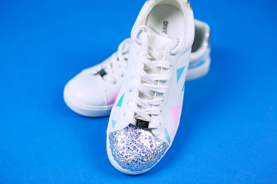 Diy Pastell Schuhe mit Holo Effekt selbst gemacht mit Glitzer