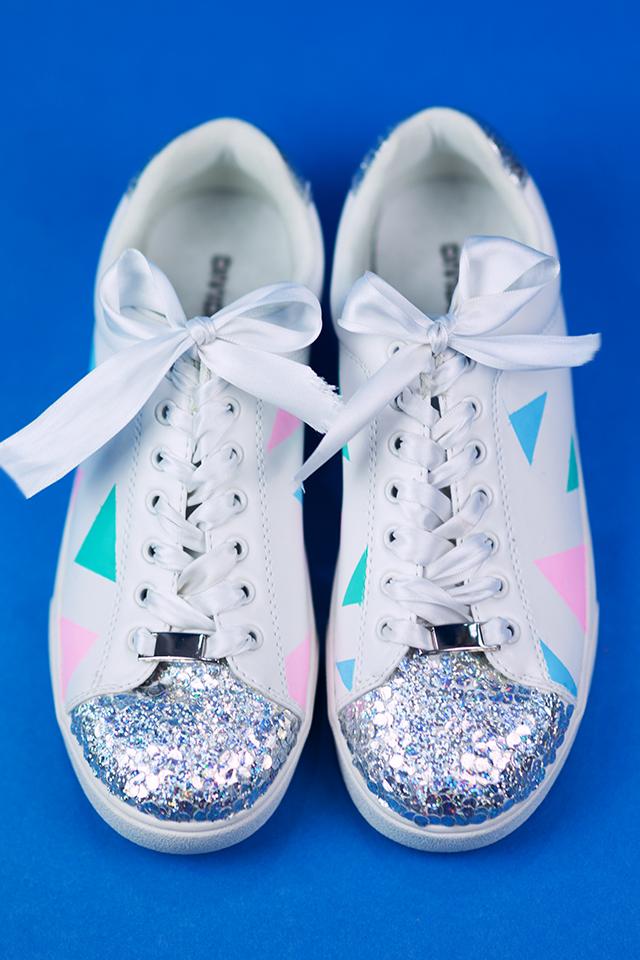 Diy Pastell Schuhe mit Holo Effekt selbst gemacht mit Schleife