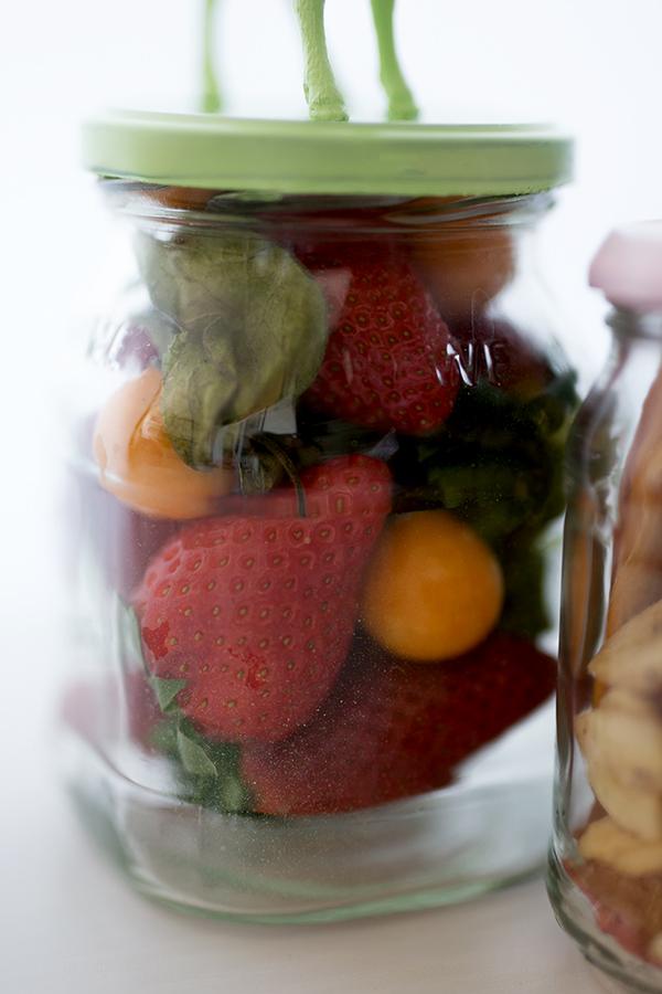 Marmeladengläser Upcycling DIY Osterdeko mit Erdbeeren
