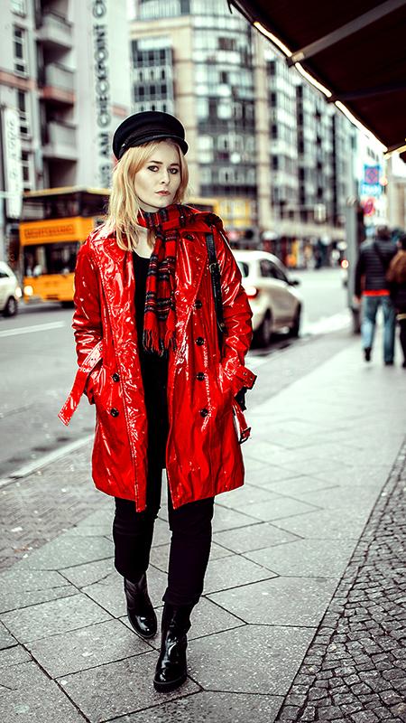 Rot kombinieren & Foto Tipps für Fashion Blogger Outfit Lackmantel