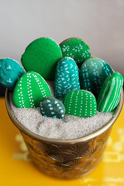 DIY Kakteen aus Steinen Bild