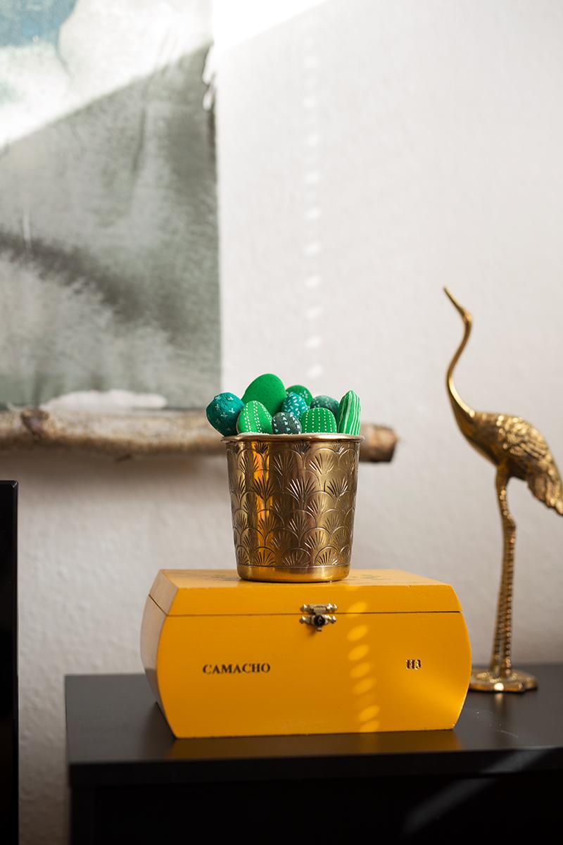 DIY Kakteen aus Steinen Gold