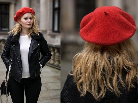 Damen Outfit mit Lederjacke und roter Baskenmütze Tipps
