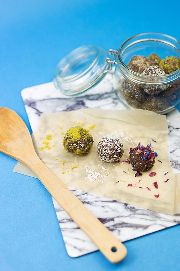 Energy Balls raw gesund und vegan Rezept Idee