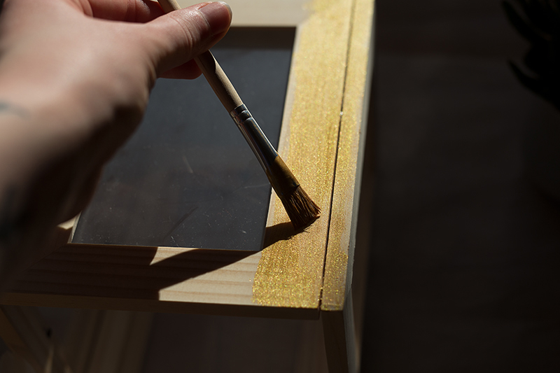 DIY Terrarium picture frame Ikea Hack Gold