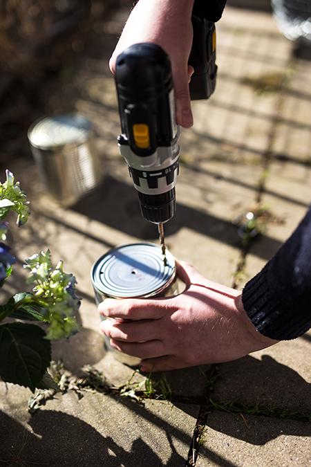 DIY Dosen Blumen Wand Löcher bohren