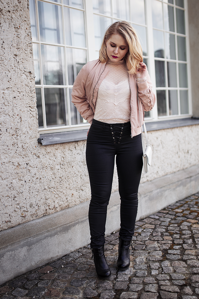 Otto Style Challenge Outfit Spitzentop Jeans Christina Key