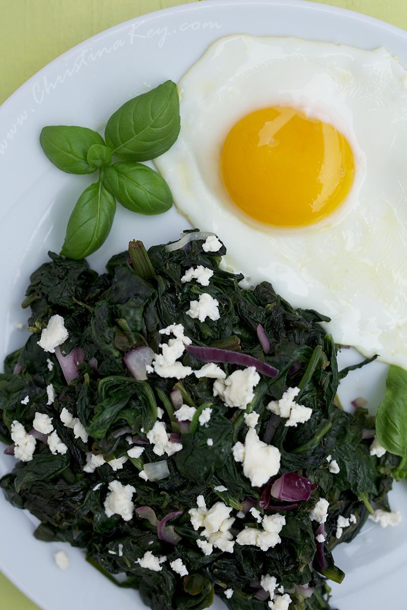 Spinat mit Feta und Spiegelei Rezept