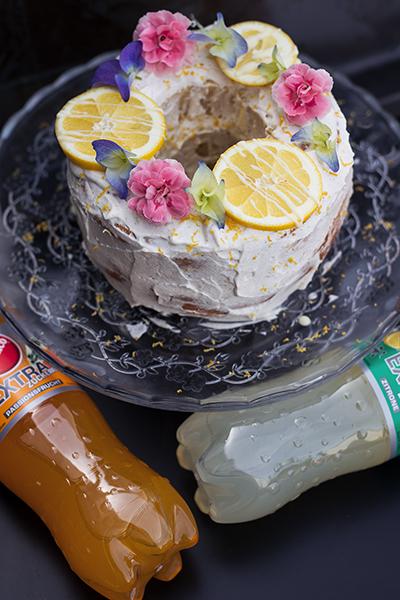 Zitronen Kuchen mit Creme und Sinalco Extra