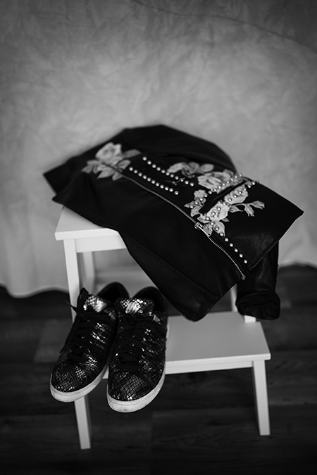 Spitzenkleid mit Lederjacke Outfit Look
