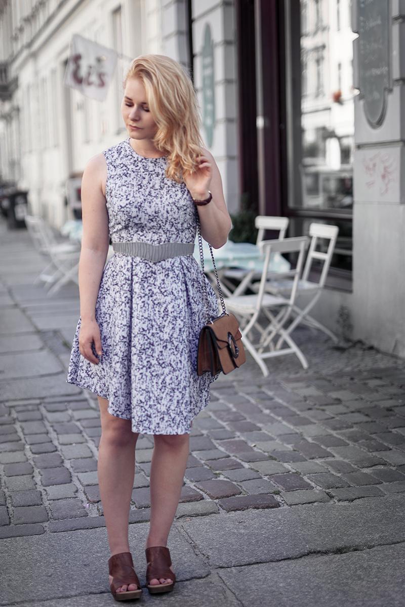 Hellblaues Kleid Outfit Sommer