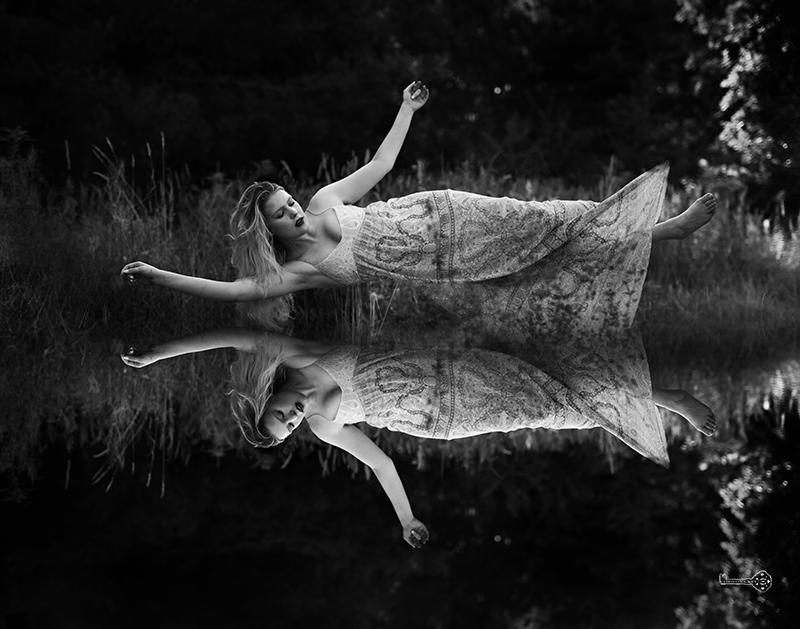 Levitation Fotografie Tipps schwarz weiß Foto