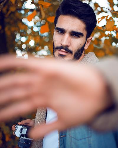 Fotoshooting mit Mann im Herbst Model