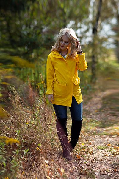 Selbstportraits im Herbst Ganzkörper Foto