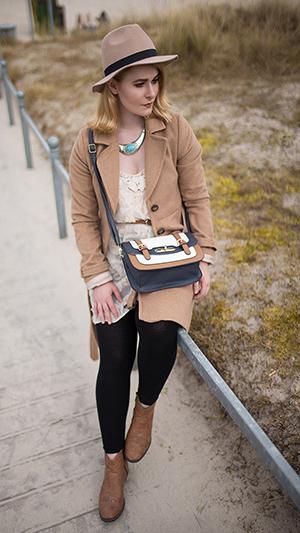 Herbst Outfit Damen brauner Mantel