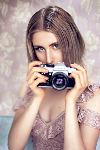 Fotografiere deshalb mit einer Styroporplatte als Hintergrund für Portraits