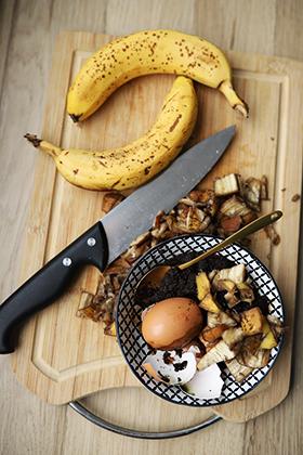 Dünger aus Bananenschalen und Kaffee