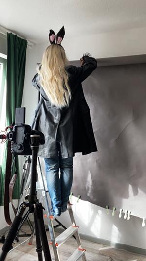 Selfie Idee Fashionshooting Hasenohren Hintergrund