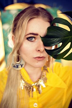 Selfies mit DIY Studiohintergrund und Ringlicht Zuhause fotografieren Christina Key
